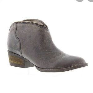 EUC Volatile leather ankle boots sz7.5 in gray